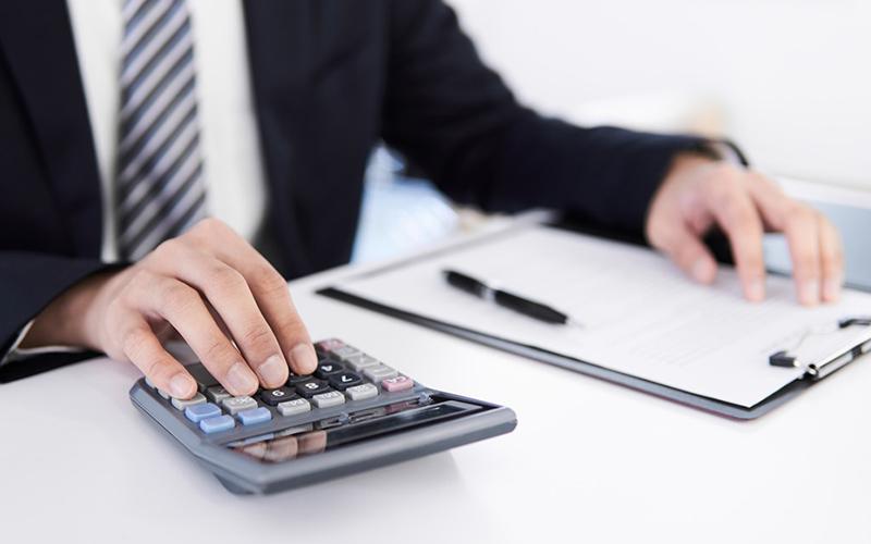 創業融資は税理士に依頼すべきか